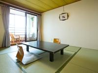 海の見える和室(旧館2階8畳・夕食お部屋出し)