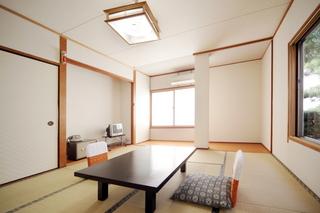 1階 和室8畳バストイレ付き