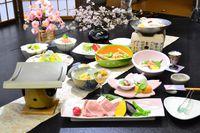 【21'春味旬彩会席】『こだわりブランド三元豚』陶板と『オリジナル春山菜とそばがき、山芋代吉鍋』