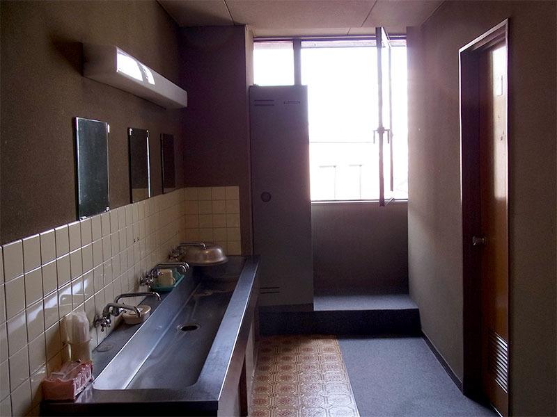 お手洗いと洗面所