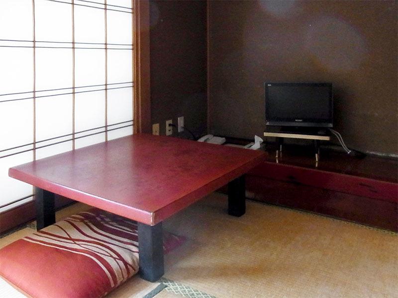 座卓とテレビ