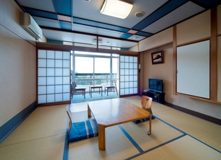 和室(8畳・バストイレ付)