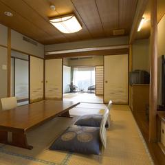 【バルコニーから海を眺める】和室2間(12畳+6畳)<禁煙>