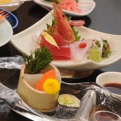 【料理長おすすめ】 季節を感じる会席料理 毛蟹・烏賊素麺付全12品をお部屋食で♪【彩-いろどり-膳】