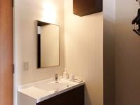 【エコノミー】バス・トイレなし。洗面台付き(ベッド幅120cm)