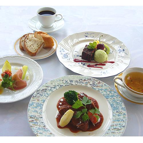【平日限定★少し軽め】メインが選べる洋食カジュアルディナーとワンドリンク&朝はハーフバイキング