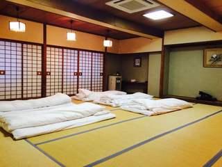 和室ワイドルーム50平米(山側共用バスルーム)