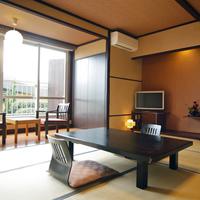 磯浜庭園を望むテラス付客室(和室10畳)<庭園側・お食事処>