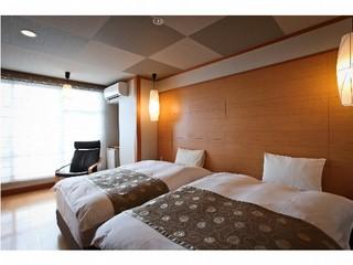 和洋室10畳(和室+ツイン)<庭園側または山側・お食事処>