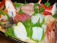 【大漁プラン】地魚・鮮魚・貝類の舟盛りを初め国産和牛の鉄板焼き、海の素材が多い自慢のお料理。