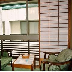 【訳あり客室=】ご夕食はお食事処・客室からの眺めはありません