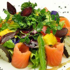 【お料理グレードアップ】特別メイン料理+お好きなアラカルト1品付!お得な8大特典、食を楽しむ箱根旅