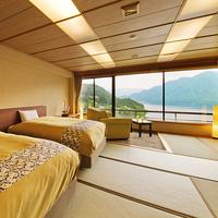 【湖側◇和室ベッドルーム】赤谷湖の景色が旅情を醸し出す※禁煙