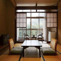 山側 渓谷の緑を楽しむ客室(2名定員)