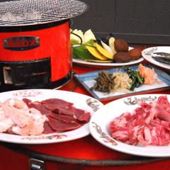 【夕食付】レトロな七輪を囲んで、屋台風炭火焼肉に舌鼓♪