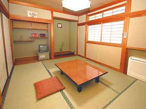 和室8畳(トイレ・洗面付き)