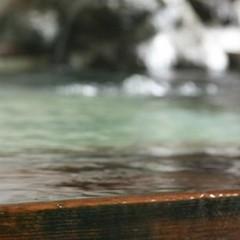 【和ベッドのお部屋お一人様2000円引き】◆源泉掛け流し濃〜い温泉&季節の会席料理≪現金特価≫