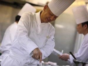 【 スペシャルパック】11月10日(金)小島総料理長フランス料理とワインの夕べ&ピアノの音色を添えて