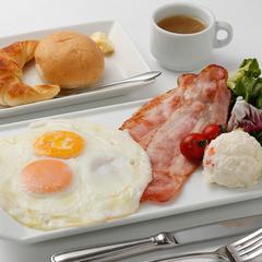 【できたておいしい朝食付5,980円〜】お部屋はセミダブルベッドでゆったり【沼津駅前】