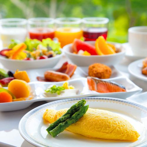 """【朝食つき】自慢の朝食を召し上がれ♪シェフが""""目の前で調理する"""" ふわとろオムレツ<温泉かけ流し>"""