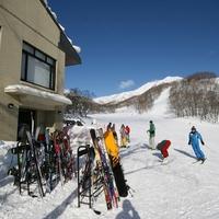 ♪ゲレンデ内の好立地♪ ニセコ全山共通リフト1日券付スキープラン <朝食付> 【お先でスノ。】