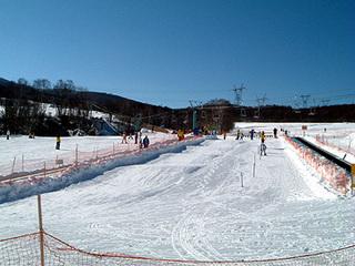 エコー徒歩500m近く無料レンタルスキー&ウェアーもあり、お得な料金にてウィンターシーズンを満喫♪