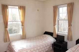 ゲストルームは全室2階ツインルーム(禁煙室)