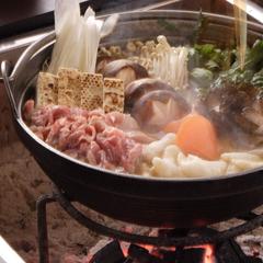 囲炉裏を囲んで♪あわしま伝統の味「山賊鍋」★秘伝の味噌のこだわり出汁と旬の地元食材★《基本プラン》