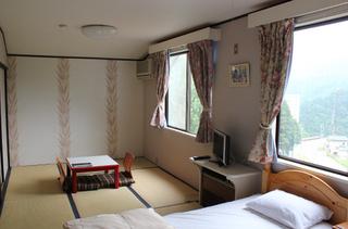 203号室 シャワールーム付き 45平米和洋室2ベッド
