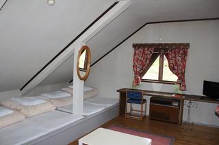 303,304号室 化粧台付き秘密のギャレット 4ベッド