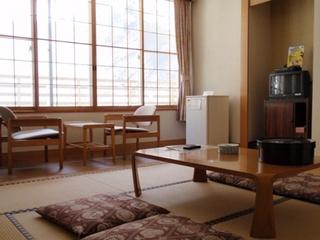 和室8畳または10畳トイレ付