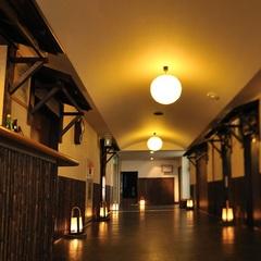 【夕食は椿館の会食場】【ビジネスホテルタイプ】夕食は老舗旅館椿館で和風お膳を味わう