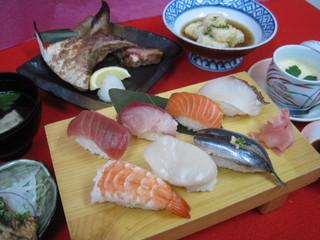 【平日限定】 握り寿司!得々☆2食付プラン〜ちょっと贅沢なご夕食と、朝食バイキング付き〜