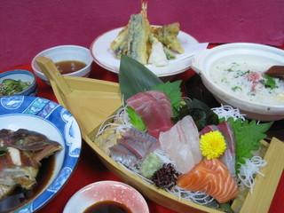 【平日限定】 お刺身!得々☆2食付プラン〜ちょっと贅沢なご夕食と、朝食バイキング付き〜