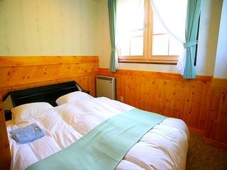 ダブルルーム☆秘密の小部屋はクイーンサイズベッドと洗浄便座付