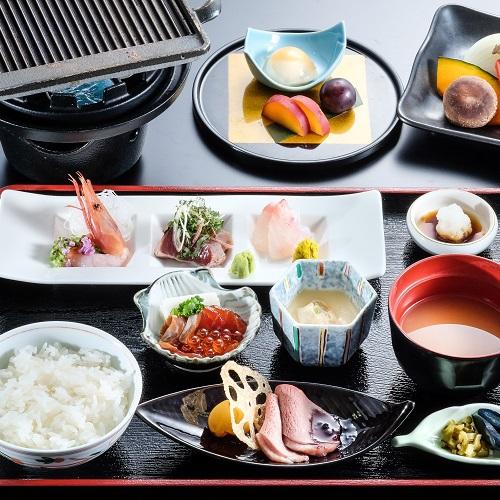 【訳アリ】夕食はリーズナブルに品数をおさえた和牛陶板焼き膳+季節の釜飯