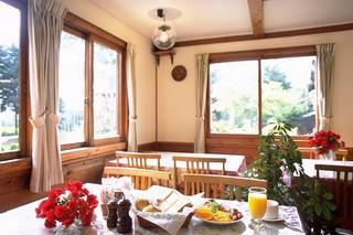 【朝食付き】休日の朝食をゆったり楽しむ♪ご旅行におすすめ!