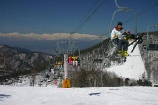 中学生以下スキーリフト1日券無料、高校生大人リフト券大幅割引レンタルスキー無料
