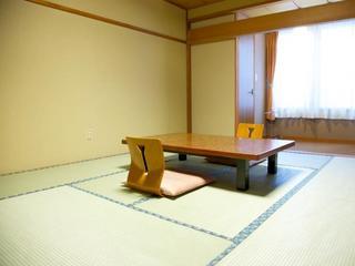 レトロな和室1階10畳の客室(B1)