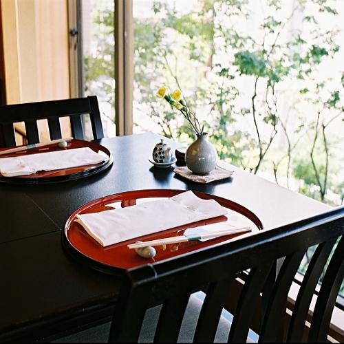 伊丹空港より30分【お得だネ】「お日にち・室数限定プラン」会席料理を気軽に(お食事場所お任せ)