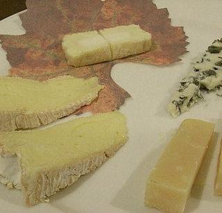 【当館人気】2大特典♪オーナー厳選『とっておきのワイン』と『本格チーズ』♪