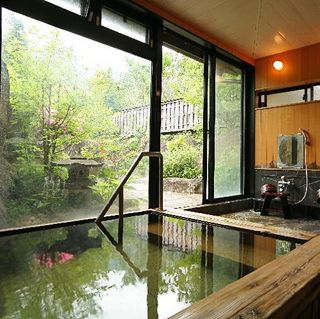 【素泊まり・現金決済】源泉かけ流し温泉とあたたかなおもてなしにほっこり♪のんびり気軽な奥飛騨旅へ!