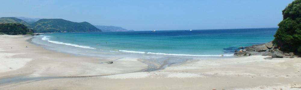 下田のビーチ海水浴場の白浜大浜