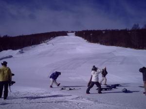 年末年始はゆっくり羽鳥でスキーを<グランディ羽鳥湖スキー場は12/26オ−プン予定です>