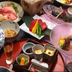 ★ご夕食4名様までお部屋食★ 部屋は標準でも食事は贅沢したい・《本館和室+特選グルメアップ》プラン