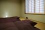 かにの間 (2〜4名) 【広間7.5畳+寝室10畳・禁煙】