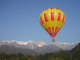 白馬で体験してみませんか。岩岳山頂からのMTB、熱気球、カヌー、ラフティング、キャニオニングプラン