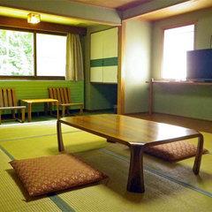 ■白樺林が一望できる和室10畳
