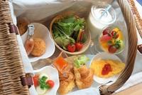 【選べる朝食バスケット♪】朝食をお好きな場所で♪夕食は和洋折衷のお膳とお寿司、ステーキ食べ放題♪