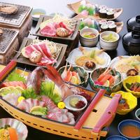 1泊夕食付き・朝食なし「活あわび踊り焼き」と「瀬戸内のネタで握る寿司」を楽しむ。鯛の舟盛り会席プラン